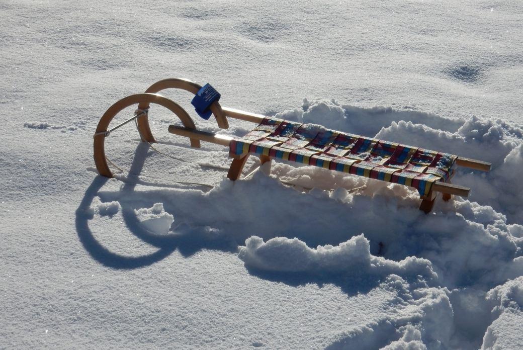 Yoga und Schneewandern mit Rodeln